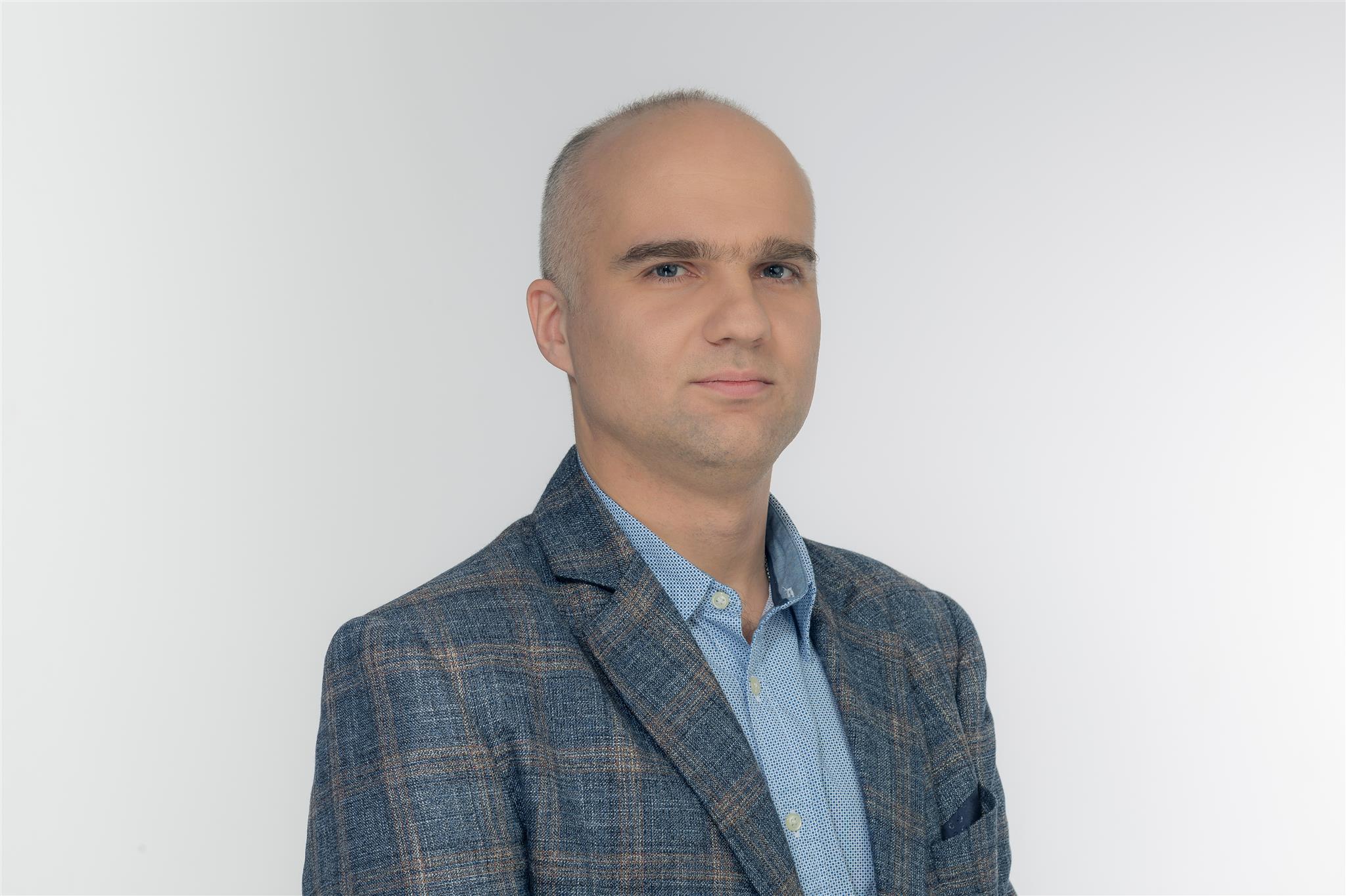 ДенисСамсонов, руководитель отдела организации электронных расчетов B2B-Center